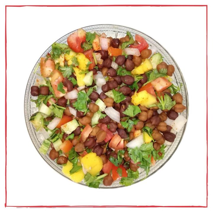 A bowl full of healthiness. Chana Chaat is a healthy and delicious snack. Black Chana with lots of cucumber, tomato, onion and seasonal mango drizzled with lemon juice. An healthy snack for anytime and at office as well. #chana #chat #chanachat #snacks #healthysnack #4pmsnack #mango #cucumber #tomato #onion #lemonjuice #snackbowl