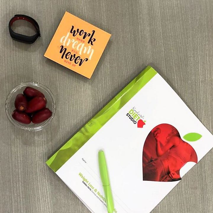 Komal Patel,  dietstudio, work, dietitian, dietplans, officesnacks, fruit