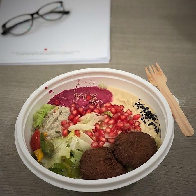 Komal Patel,  lunch, healthylunch, bowl, potmeal, falafel, lettuce, officelunch