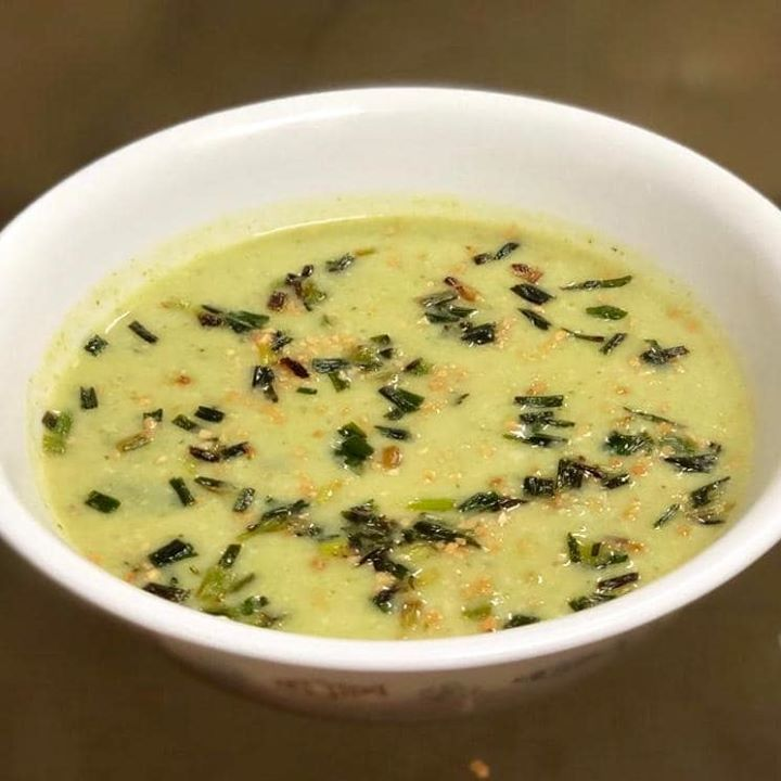Back to basics  Back to daily dose of nutrition and eating clean after my holidays  Broccoli soup with some ghee roasted green garlic... #soup #healthysoup #brocoolli #broccolisoup #cleaneating #healthyeating