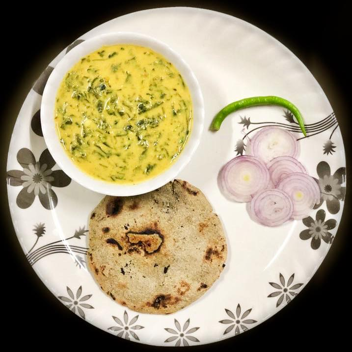 Sunday special  Bathua ( cheel ) sabji with bajra roti  Bathua is loaded with essential minerals and antioxidants. It is a powerhouse of Vitamin A, C and B complex vitamins. The leaves are a good source of amino acids too. #bathua #cheel #bajraroti #healthydinner  Recipe by @krupapatel