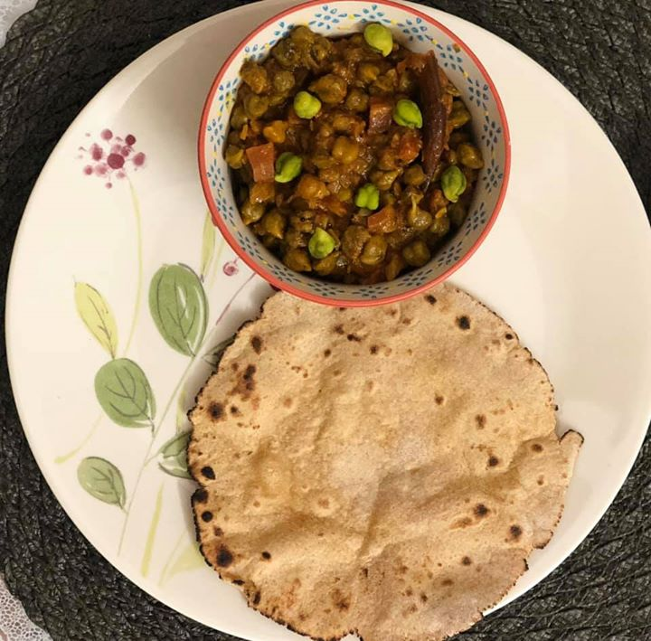 Hara Chana or popularly known as Choliya or Green Chickpeas is a winter speciality. The fresh green chickpeas are tender, sweet and a delight to munch on. It has ample amounts of dietary fibres and folate and antioxidants making it a super food to include in our diets #chana #greenchickpea #greenchana #choliya #healthyrecipe