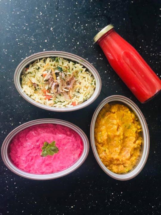 #tiffin for today   Ginger garlic rice  Beetroot raita  Bhaji ( made with dudhi and cauliflower )   The beetroot juice was taken as mid morning drink.   #lunchboxidea #healthylunchbox #indianlunchbox #dietitian #komalpatel #kptiffinideas #balancedmeal