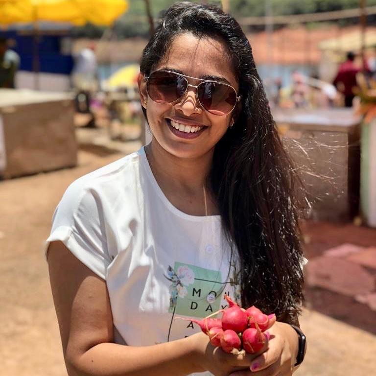 Don't miss the chance to eat the local food  Red raddish taste it with dash of lemon and salt with your meal.  #localfood #raddish #vegetable #benefit #seasonal #komalpatel #traveldiaries